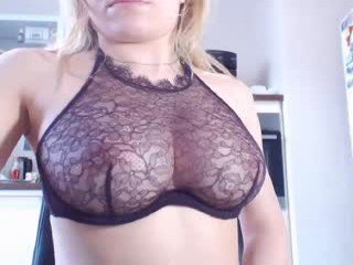 bestassx blonde cam girl didn't forget about any live sex toy