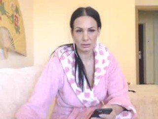 alisonya bitchy brunette cam girl has pussy pummelled