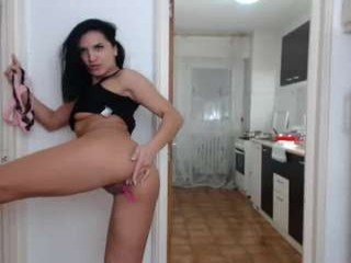 sarahadams cam babe gets very loves does oral online