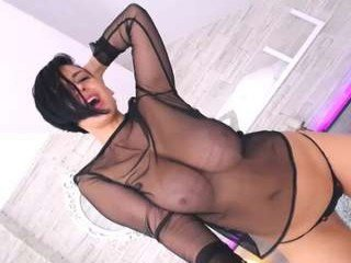 disneydeee cam babe takes ohmibod online and gets her pussy penetrated