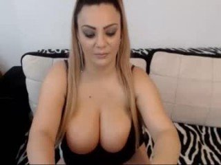 rachel1112 her hungry pussy deserves deep penetration