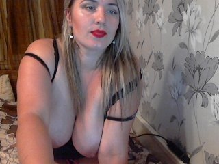 mislevi european cam babe offers her shaved pussy for live sex experiments online