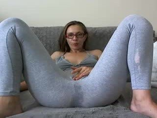 issabelle_x cam babe takes ohmibod online and gets her pussy penetrated