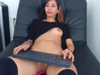 lia_xiomy cam slut gets her pussy banged by horny guy online