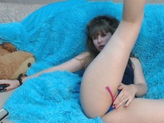topshow04 european cam girl gets banged hard with ohmibod